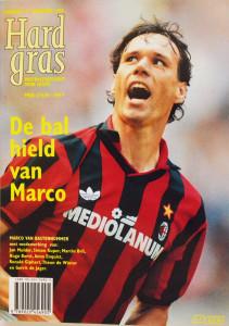Hard Gras, Nr 17, December 1998 is een literair voetbaltijdschrift met medewerking van Jan Mulder, Hugo Borst, Anna Enquist, Martin Bril, Ronald Giphart, Simon Kuper, Theun De Winter, Gerrit De Jager
