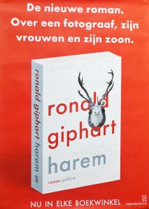 Poster ter promotie van de roman Harem van Ronald Giphart. Op de poster staat De nieuwe roman. Over een fotograaf, zijn vrouwen en zijn zoon. Nu in elke boekwinkel! 2015