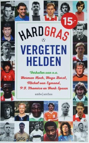 In deze nieuwe bundel met Hard gras-verhalen, geselecteerd door Henk Spaan, Hugo Borst en Matthijs van Nieuwkerk, worden ze opnieuw tot leven gewekt.
