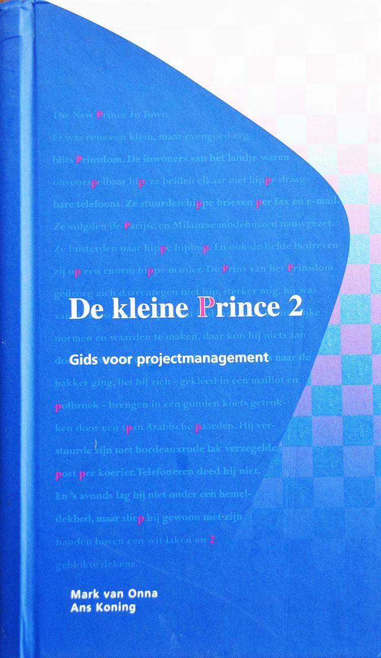 Voorafgaand aan de hoofdstukken is het sprookje 'The New Prince in Town' opgenomen, dat romanschrijver Ronald Giphart schreef, met behulp van Gérard van Kalmthout.