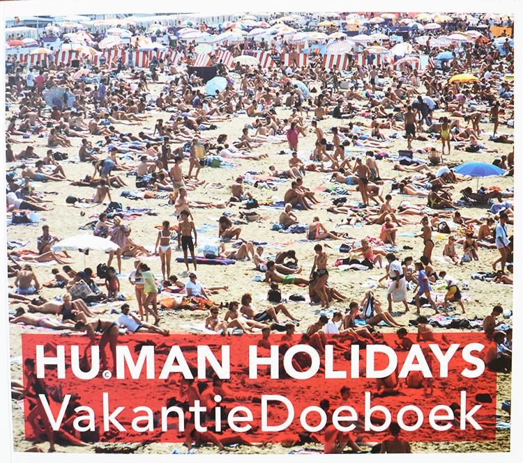 De vierde versie van het vakantiedoeboek van Hans Ubbink. Lezen, Kijken, Knippen, Knutselen, Spelen, Koken & Genieten. Driehonderdtweeëndertig pagina's vol reistips, foto's, puzzels, mode, verhalen, recepten en je eigen VakantieDagboek! Voor op het strand, in de auto, de tuin, in de bergen, op de bank, in de trein, aan het zwembad of op de camping. Met een stuk en recepten van Ronald Giphart en Mascha Lammes.