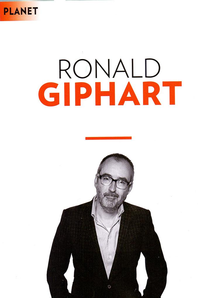 Ronald Giphart schreef een nieuw boek dat hem opnieuw naar zijn eigen weggedrag liet kijken. Maar rijdt Giphart nou wel of niet beter dan gemiddeld?