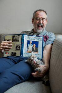 Ronald Giphart AD Algemeen Dagblad Ronald Giphart maakt pompoenmuffins van Daves mom