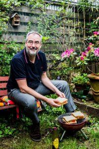 Ronald Giphart AD Algemeen Dagblad Ronald Giphart wil wel een tosti als tatoeage