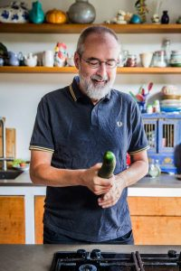 Ronald Giphart AD Algemeen Dagblad Giphart kookt een viagrasoepje